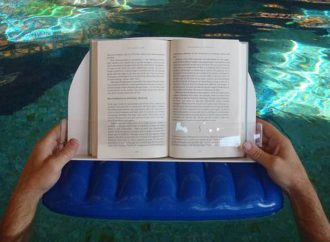 10 Bookish Accessories For Your Beach Reads